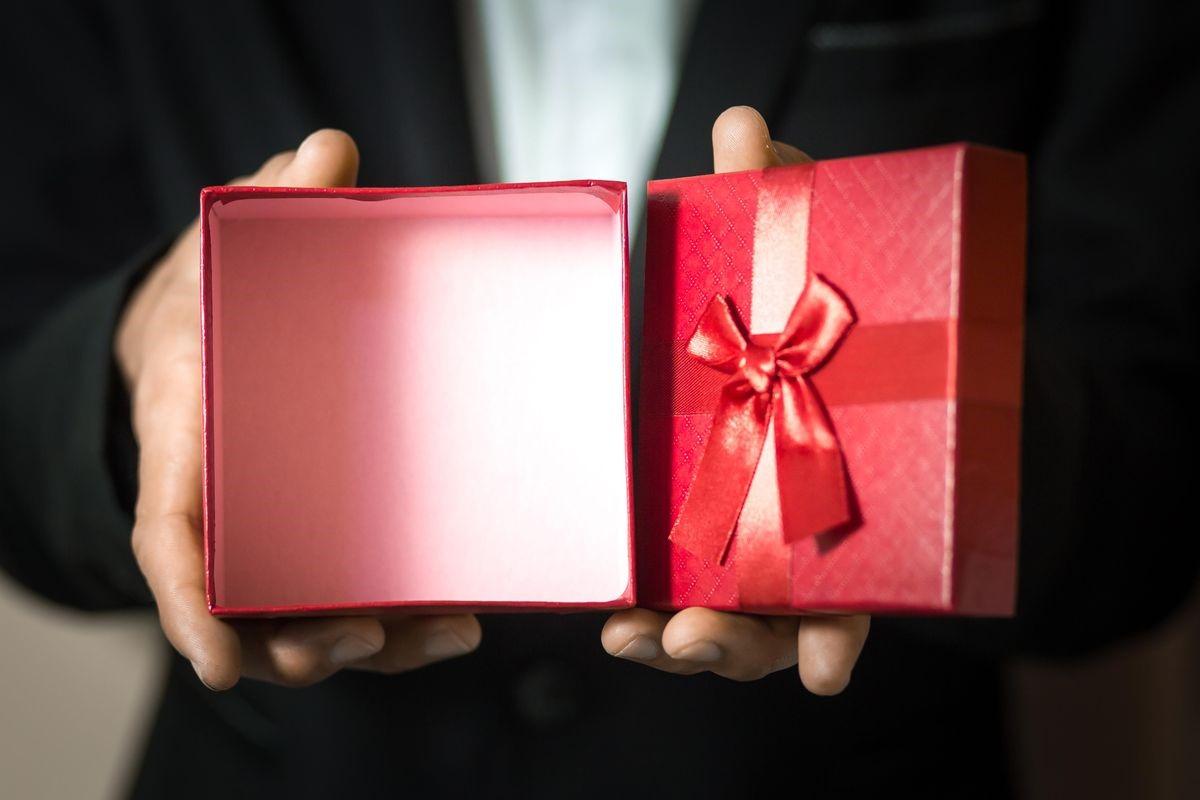 زمان تهیه هدایای سازمانی