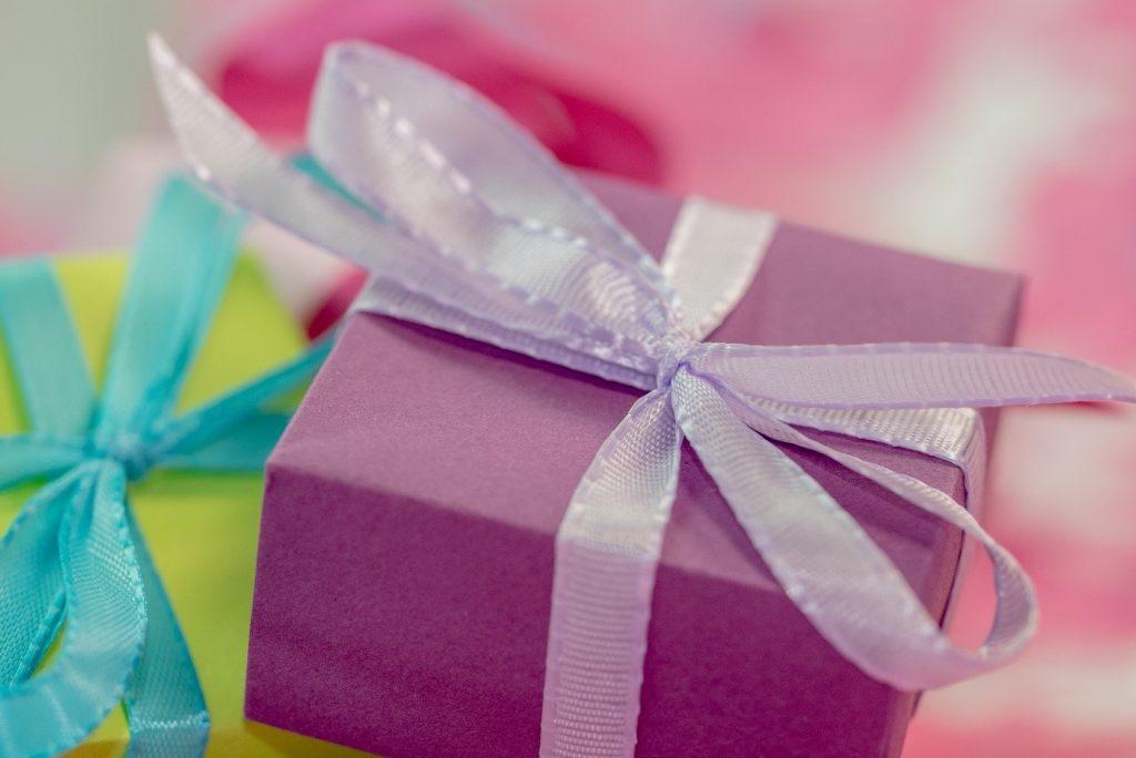 هر آنچه باید در رابطه با هدایای سازمانی بدانید!