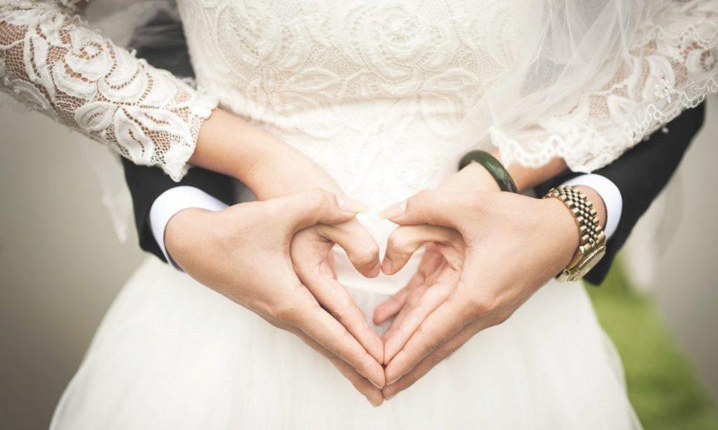 چگونه هدیه برای سالگرد ازدواج پدر و مادر بخریم؟