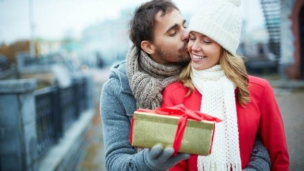 برای تقدیر از همسرم چه کادو سالگرد ازدواجی به او بدهم؟