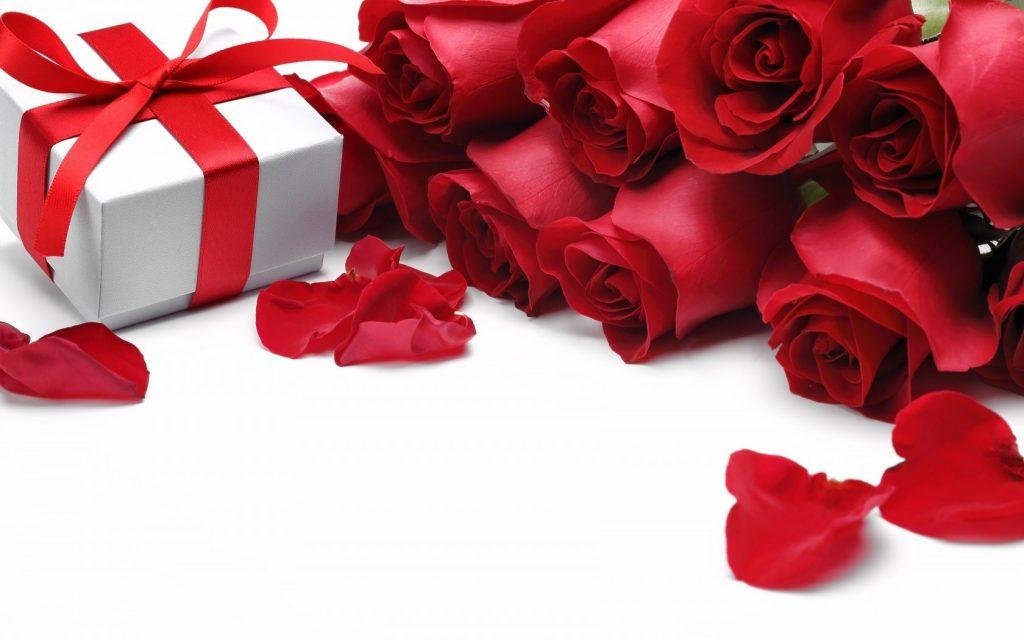 عاشقانه ترین کادو شب یلدا برای نامزد