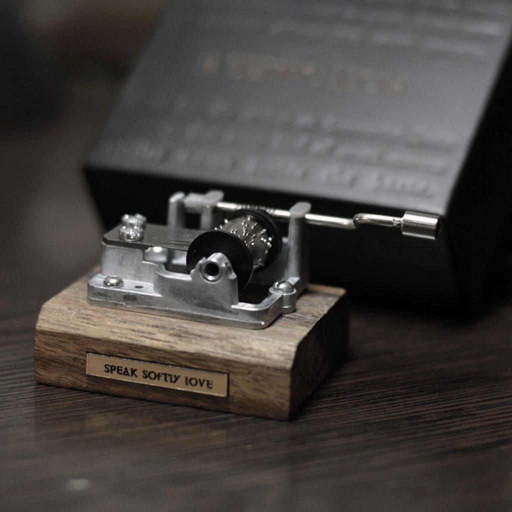 راهنمای خرید موزیک باکس چوبی