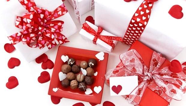 تزیین عاشقانه جعبه کادو شب یلدا برای همسر