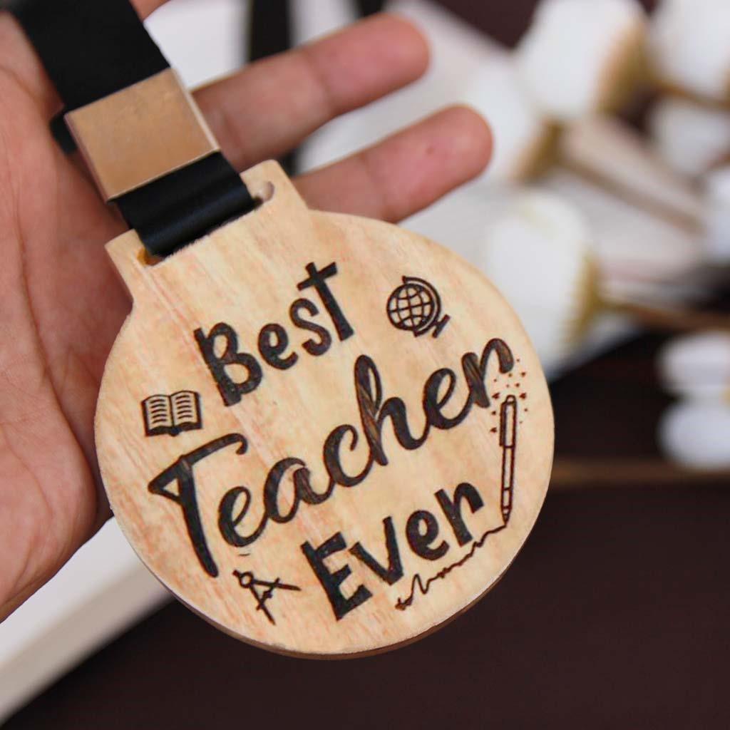 با این 5 ایده کادو برای روز معلم، معلمت رو شگفت زده کن