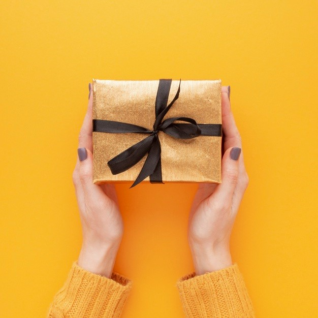 مناسب ترین هدیه روز معلم زن چیست؟